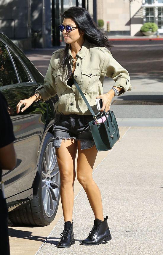 Kourtney Kardashian najseksowniejszą i najlepiej ubraną mamą