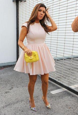 Kourtney Kardashian nosi rozmiar 32 (FOTO)