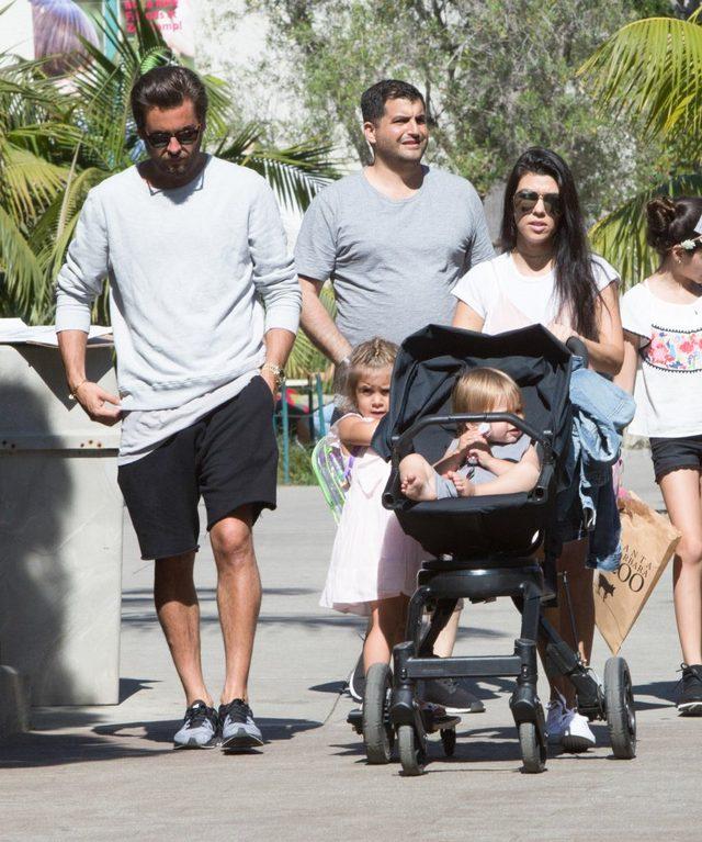 Jak Kourtney Kardashian sp�dzi�a niedziel�? (FOTO)