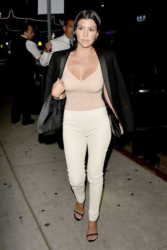 I pomyśleć, że Kourtney Kardashian nie lubi swoich piersi