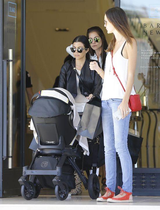 Kourtney Kardashian nie może liczyć na rodzinę (FOTO)
