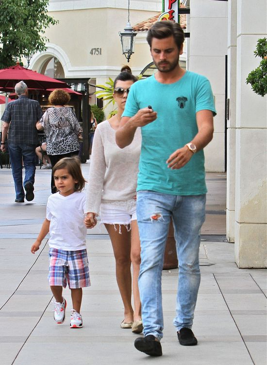 Seksowna Kourtney Kardashian z rodzinką (FOTO)