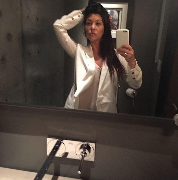Kourtney Kardashian pokaza�a jak odci�ga mleko (FOTO)