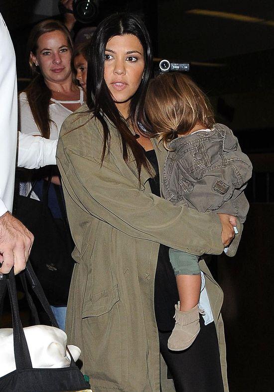 Ci�arna Kourtney Kardashian musi by� siln� kobiet� (FOTO)