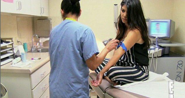 Pierwsze zdj�cie trzeciego dziecka Kourtney Kardashian FOTO