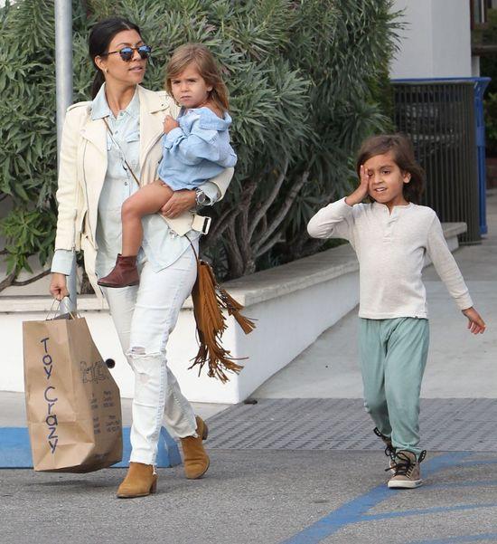 Kourtney Kardashian nie może narzekać na brak zajęć (FOTO)