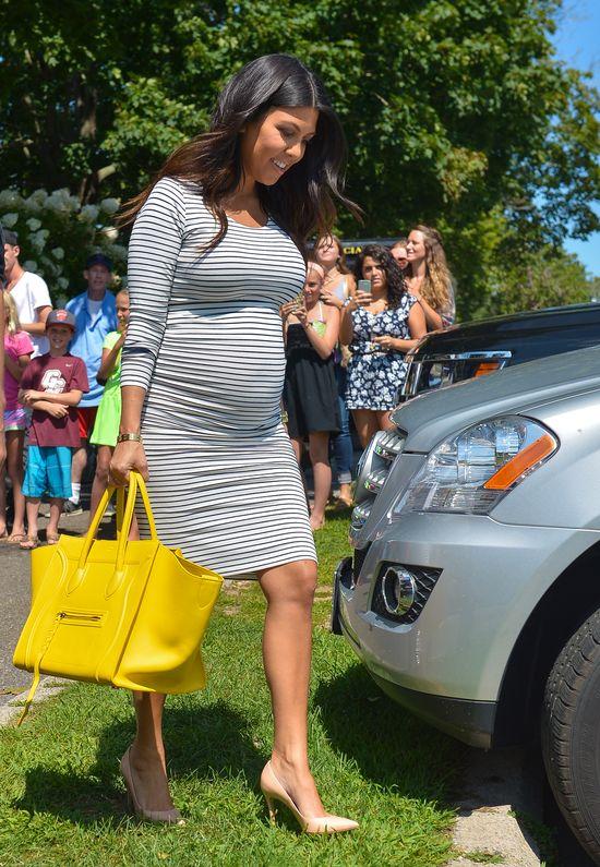 Ciężarna Kourtney Kardashian chętnie podkreśla krągłościFOTO