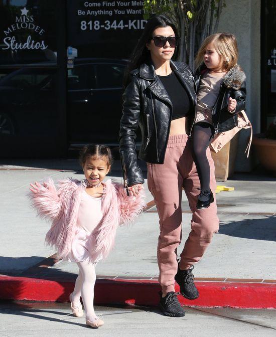 Kourtney Kardashian też ma nadmiar skóry na brzuchu po ciąży