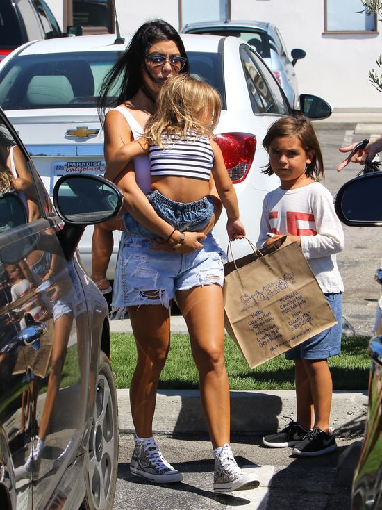 Córeczka Kourtney Kardashian też jest modnisią (FOTO)