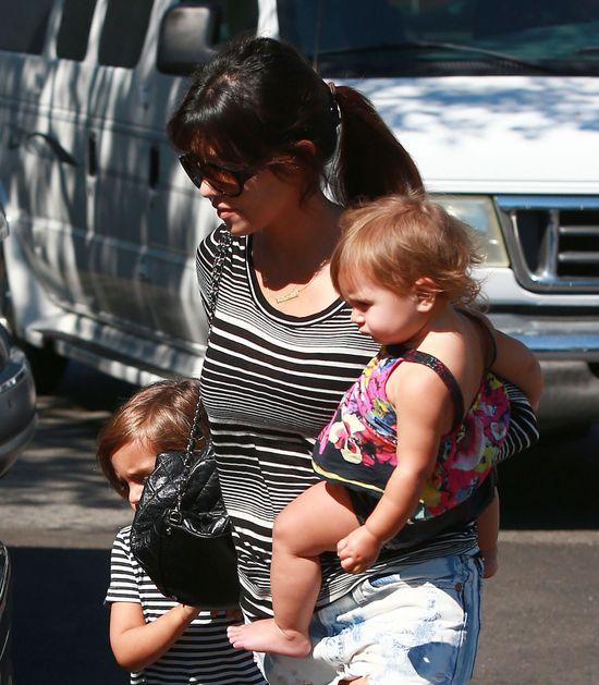 Kourtney Kardashian - mama na luzie (FOTO)