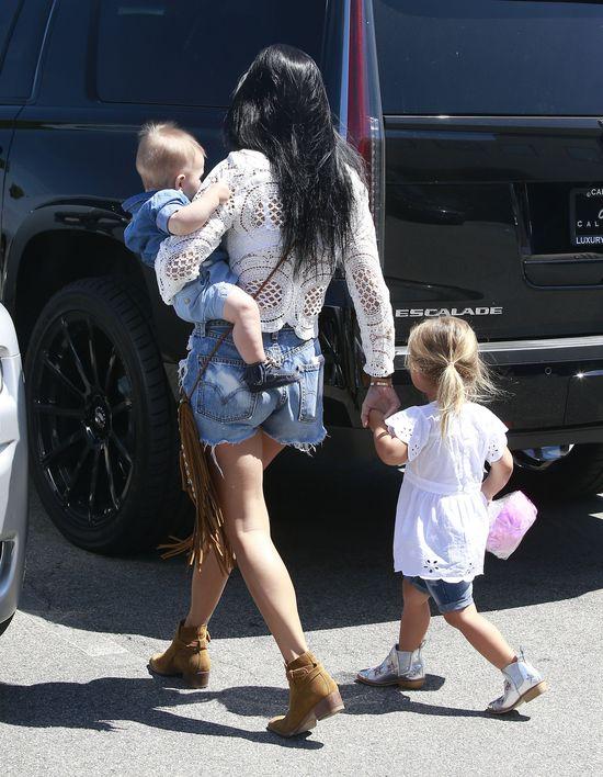 Mama Mia! Kourtney Kardashian jest hot (FOTO)