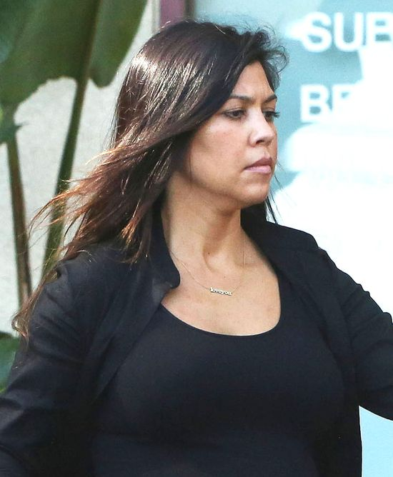 Ciężarna Kourtney Kardashian ma już co dźwigać (FOTO)