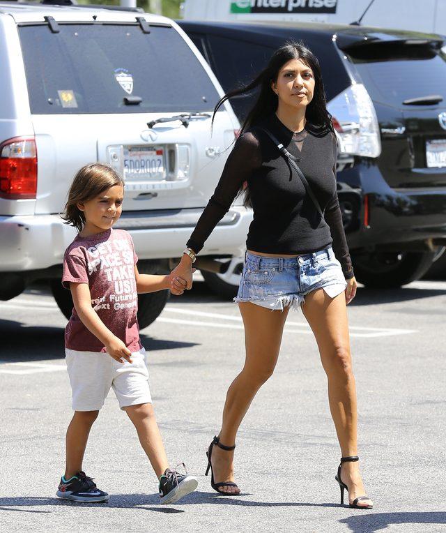 Kourtney Kardashian pozuje z najmłodszym synkiem (Instagram)