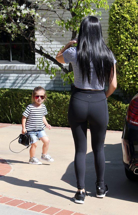Kourtney Kardashian zabrała Penelope i Reignem na zajęcia