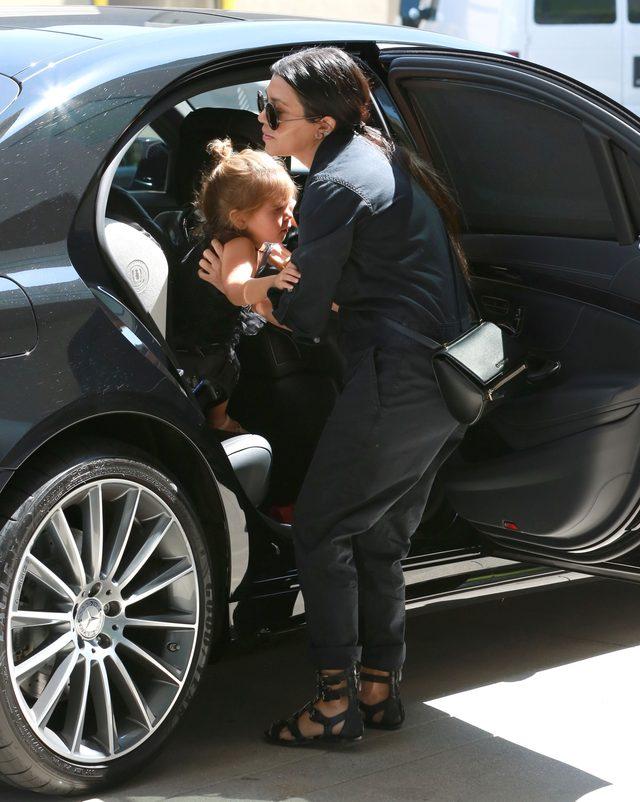Kourtney Kardashian nie ukrywa, że ma kiepski humor (Inst)