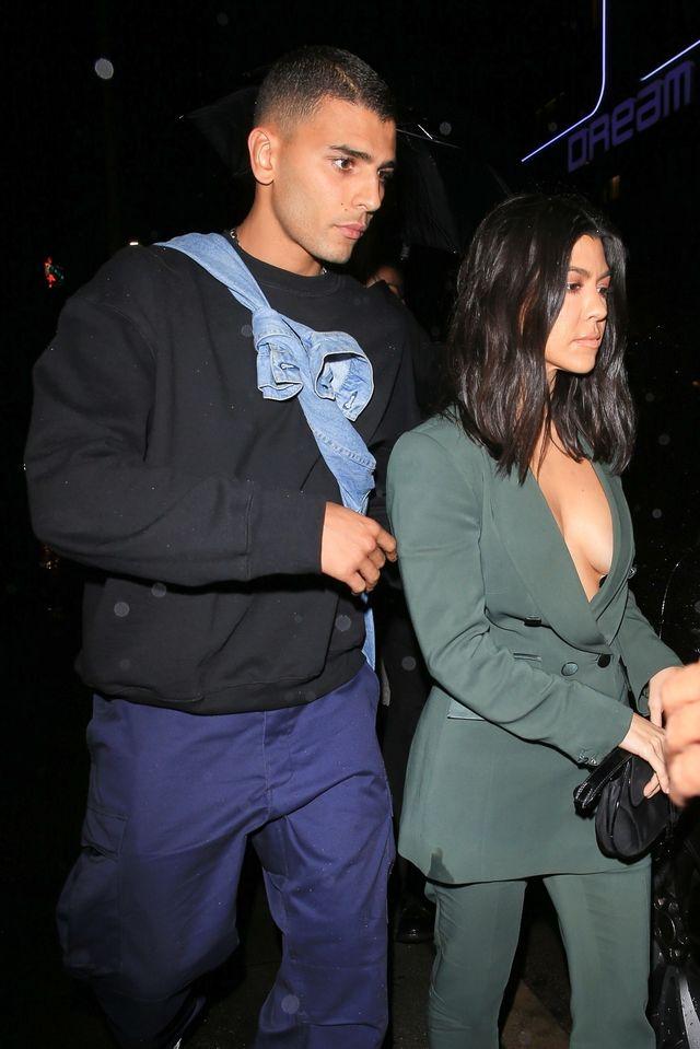 Kourtney Kardashian świeci BIUSTEM, bo ma KOMPLEKS młodszej Sofii (ZDJĘCIA)