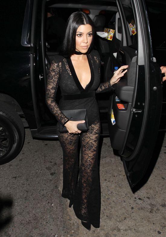Kourtney Kardashian wygląda niesamowicie w tej sukni