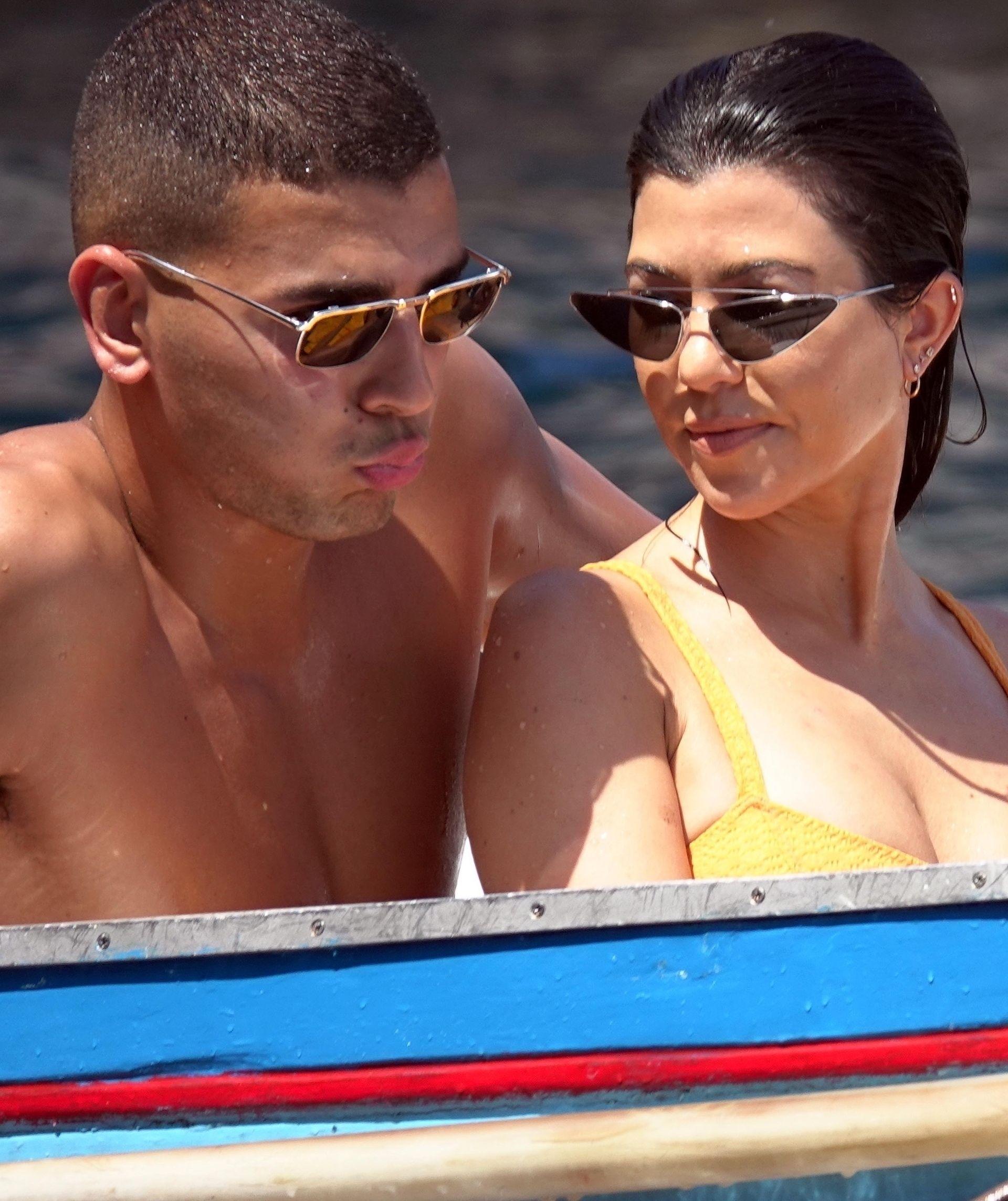 Seksowne POŚLADKI Kourtney Kardashian na wakacjach z Younesem (ZDJĘCIA)