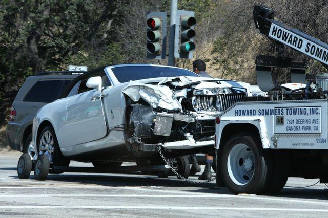 Mamy zdjęcia z wypadku Kris Jenner! Jej auto jest ZMASAKROWANE!