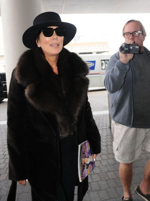 Ten przedmiot w ręku Kris Jenner to przypadek? (FOTO)