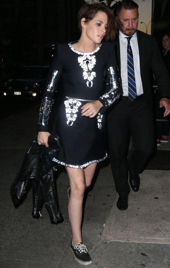 Uwierzcie! Do brudnych butów dobrała seksowną sukienkę!