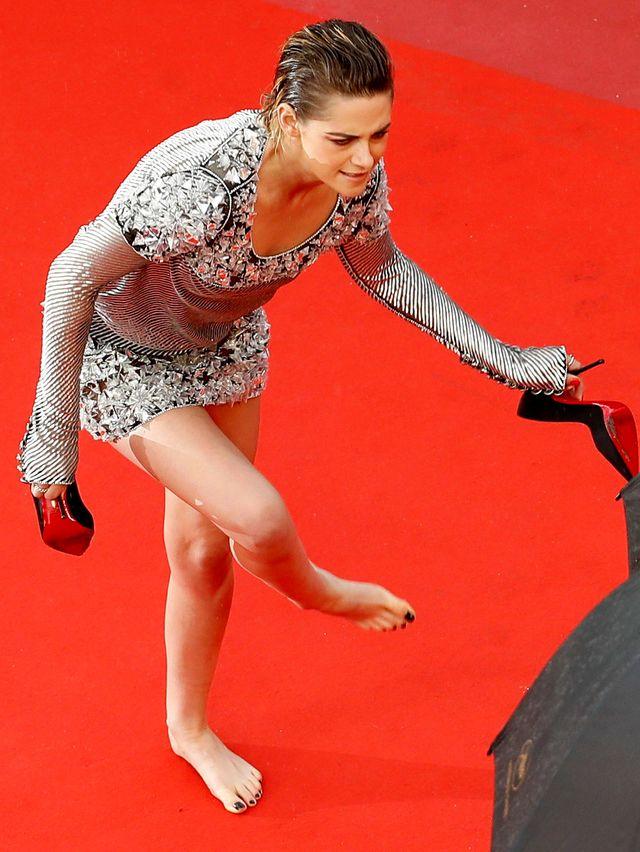 O FU! Zdjęła buty na czerwonym dywanie w Cannes i pokazała ŻÓŁTE stopy (ZDJĘCIA)