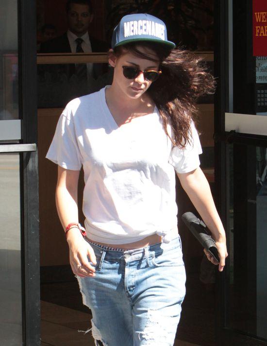 Kristen Stewart chodzi w rozwalonych okularach (FOTO)
