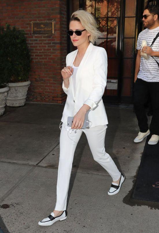 Kristen Stewart opuszcza hotel. Zdziwsz się, gdy zobaczysz, co ma na sobie