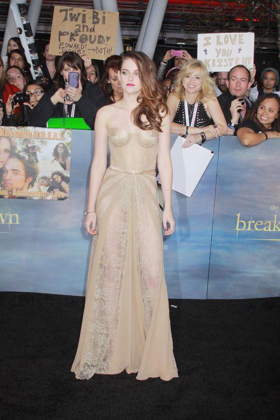 Kristen Stewart na pokazie Zuhaira Murada (VIDEO)