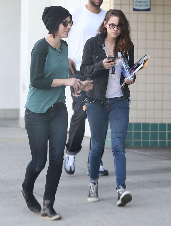 Kristen Stewart na zakupach z koleżanką (FOTO)