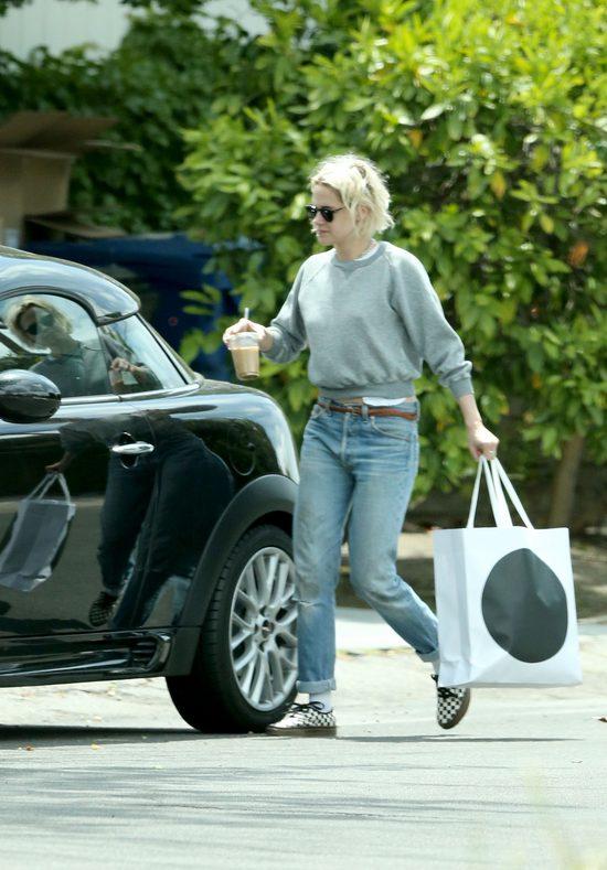 Kristen Stewart pokazuje środkowy palec paparazzo (FOTO)
