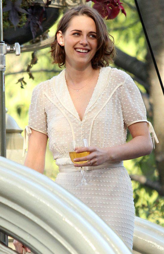 Romantyczna Kristen Stewart ca�uje si� w parku (FOTO)