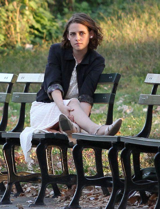 Romantyczna Kristen Stewart całuje się w parku (FOTO)