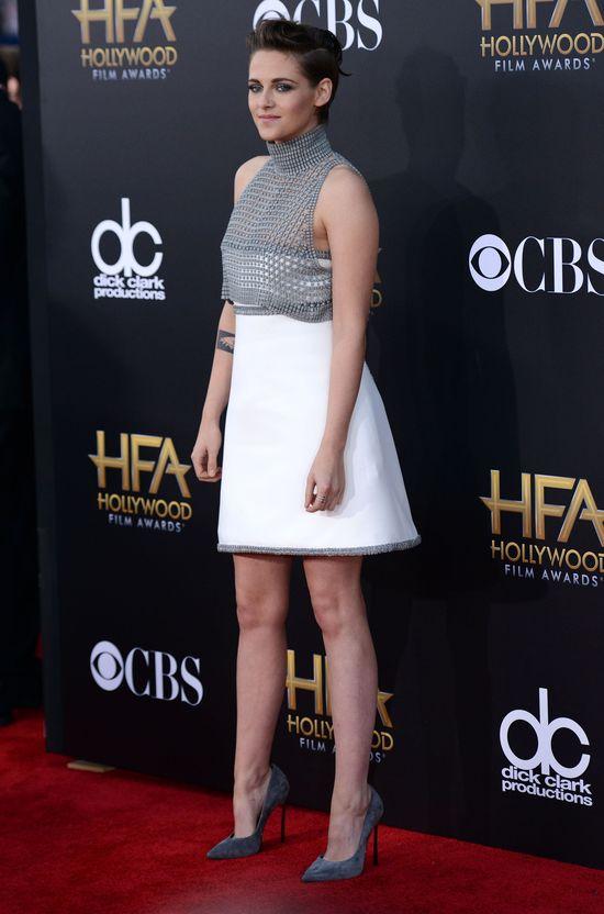 Kristen Stewart zaświeciła biustem na ściance (FOTO)