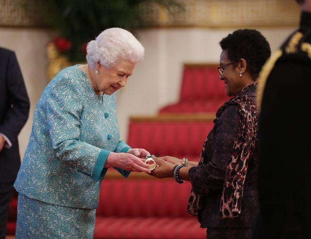 Musisz TO wiedzieć o lakierze do paznokci, którego używa królowa Elżbieta