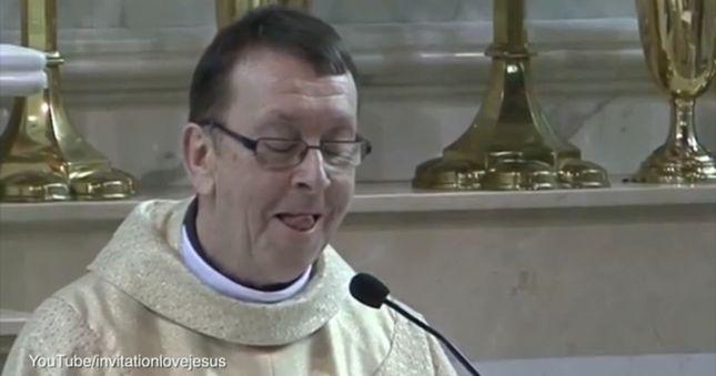 Zrobił to w kościele! [VIDEO]