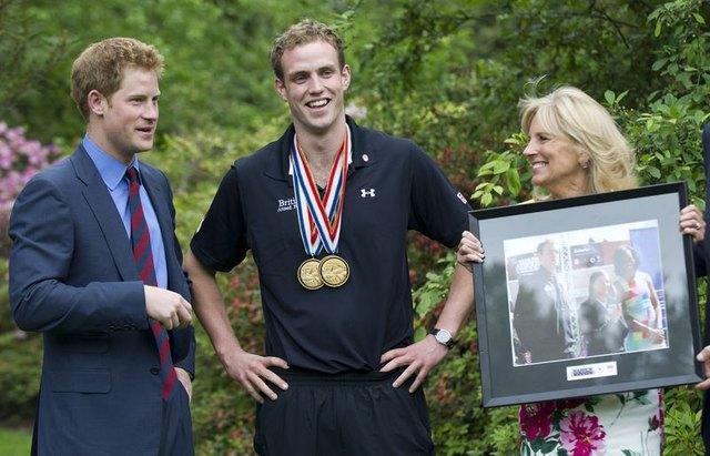 Książę Harry nie spędza czasu wyłącznie na imprezach (FOTO)