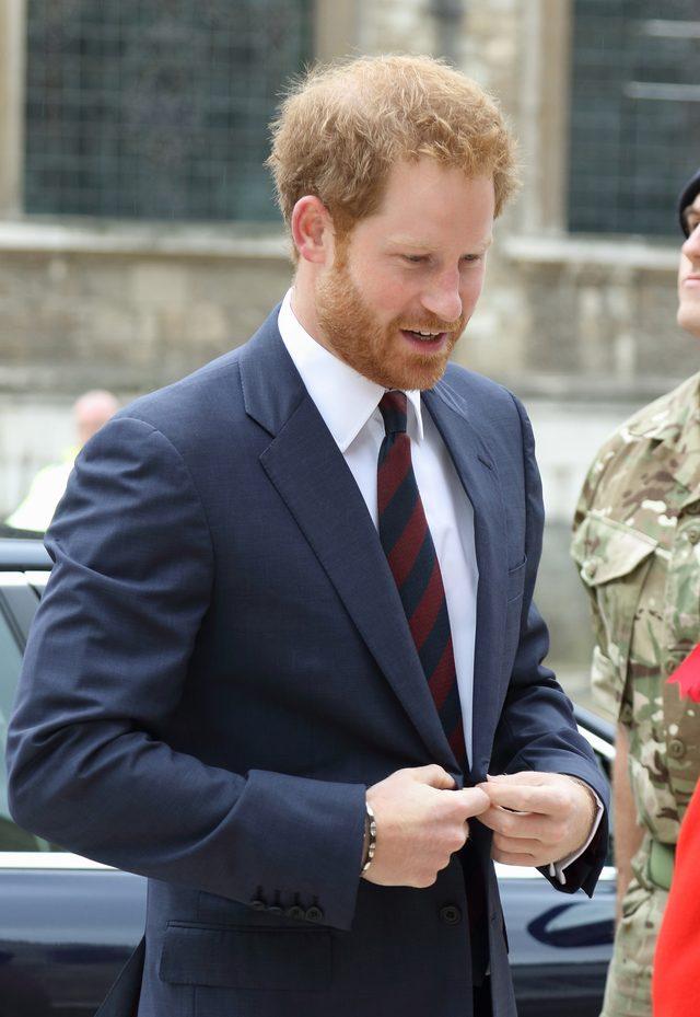 Książę Harry poddał się badaniu na obecność wirusa HIV