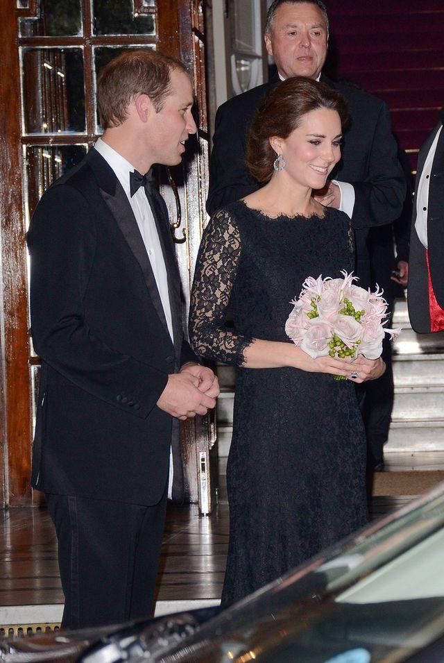 Ciężarna księżna Kate - miała wyglądać młodziej (FOTO)