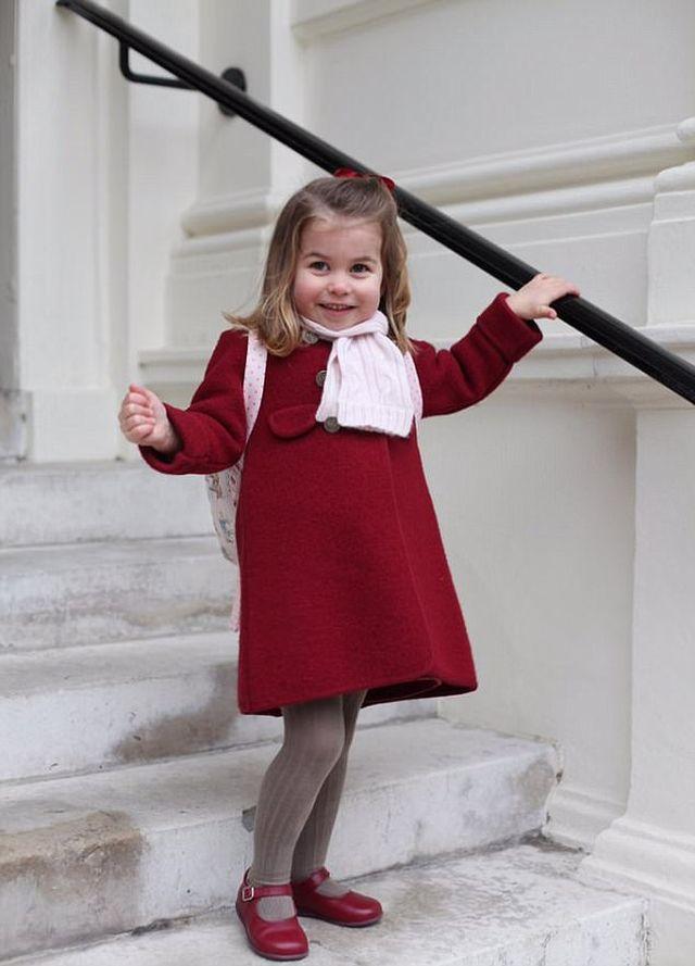 Księżniczka Charlotte poszła do przedszkola (ZDJĘCIA)