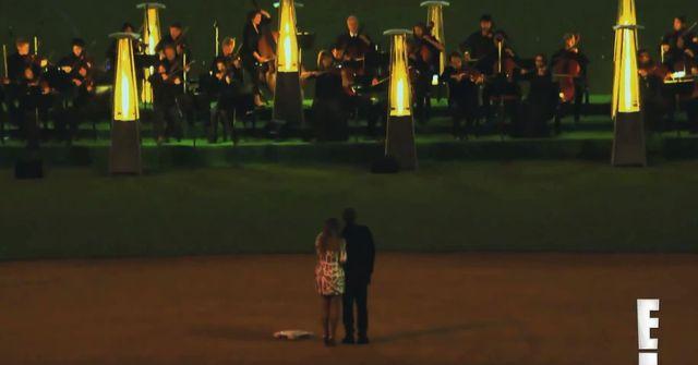Kim Kardashian pochwaliła się zdjęciami z zaręczyn (VIDEO)