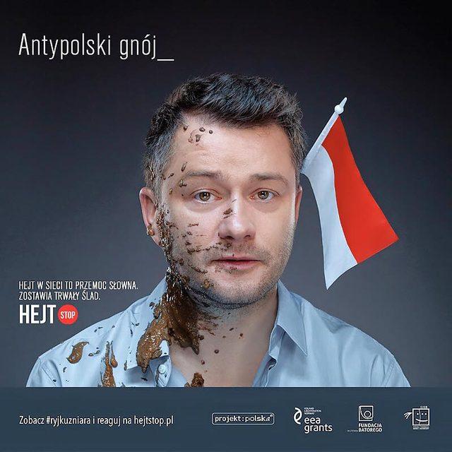 Jarosław Kuźniar obrzucony kupą