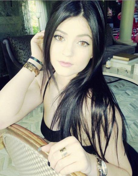 Kylie Jenner pofarbowała włosy na czarny kolor (FOTO)