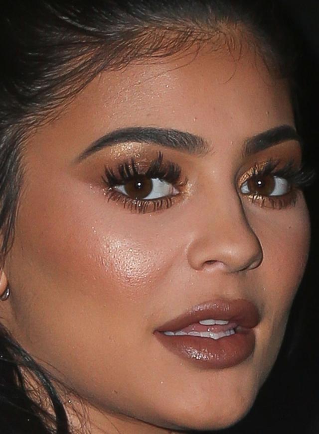 Nie próbujcie tego robić w domu - twarz Kylie Jenner pod lupą (FOTO)