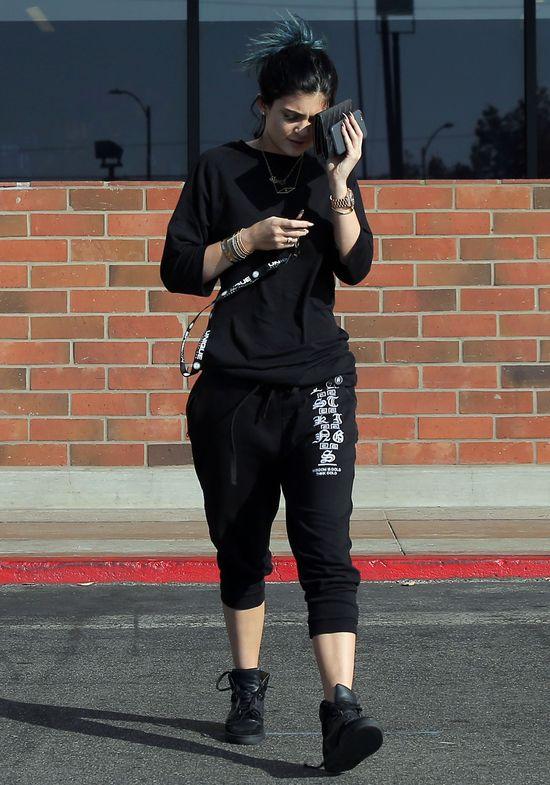 Kylie Jenner w dresie, bez makijażu i bez wielkich ust