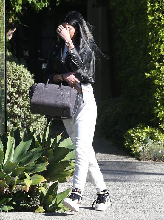 Kylie Jenner zapomniała narysować sobie usta (FOTO)