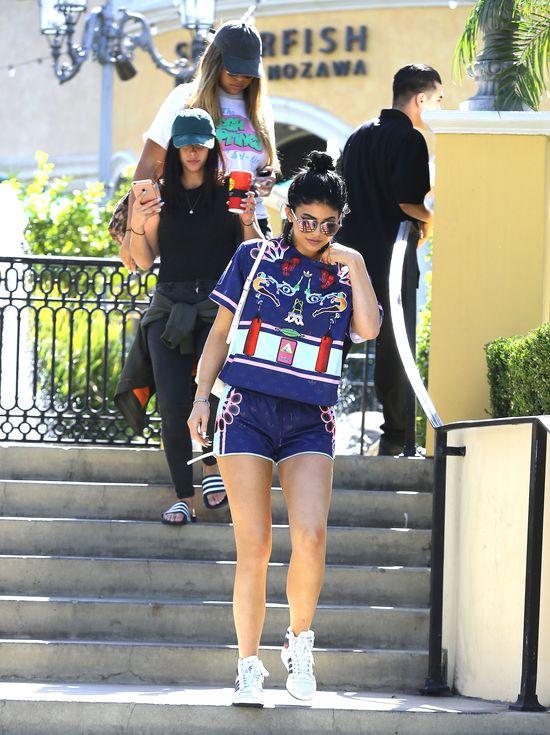 Kylie Jenner nawet w sportowym stoju wzbudza zainteresowanie