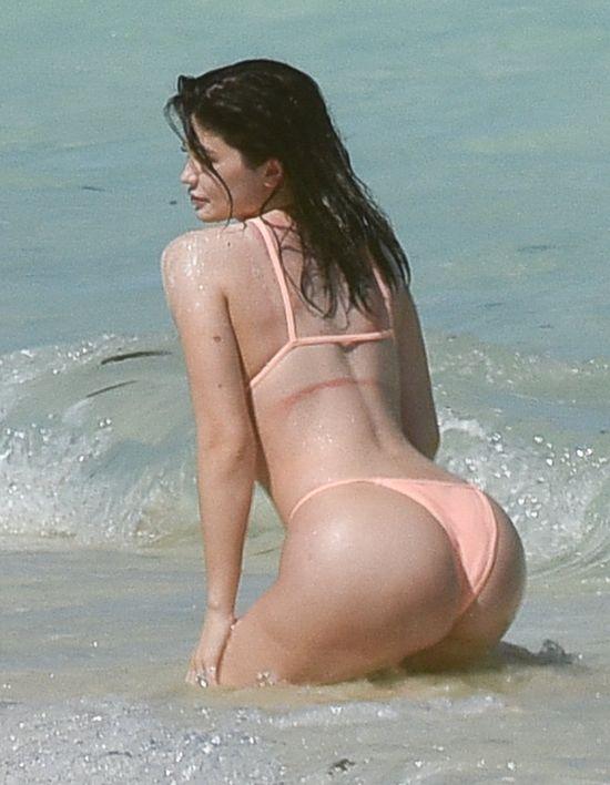To pewne na 100% - Kylie Jenner powiększyła pupę! (FOTO)