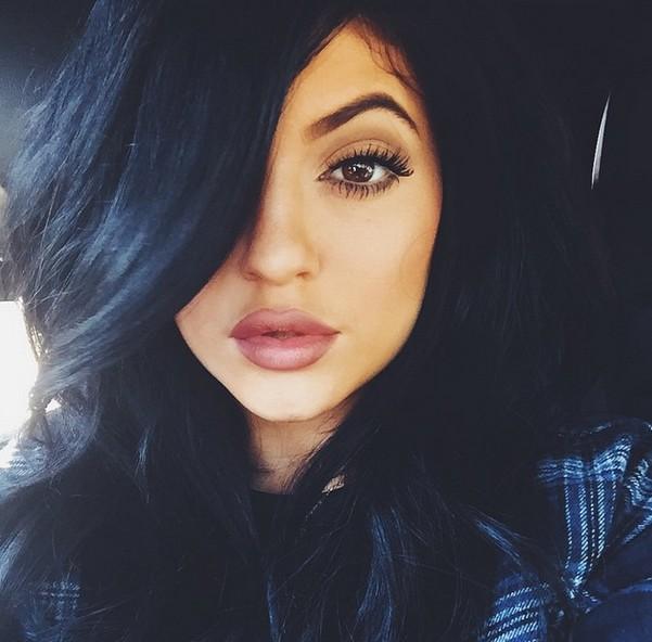 Kylie Jenner przypomina, że ma pupę i... (FOTO)