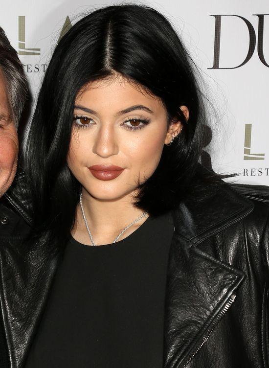 Jennerki jak mimozy na czerwonym dywanie (FOTO)